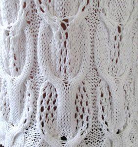 Eyelet cabled knitting stitch